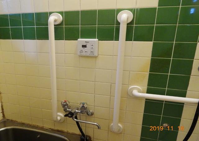 浴室の手摺り